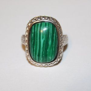 VIntage sterling silver green stone ring sz.8.25